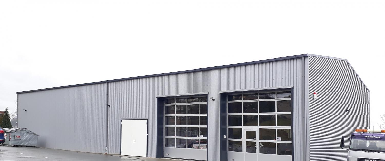 Reifenlagerhalle mit Werkstattbereich